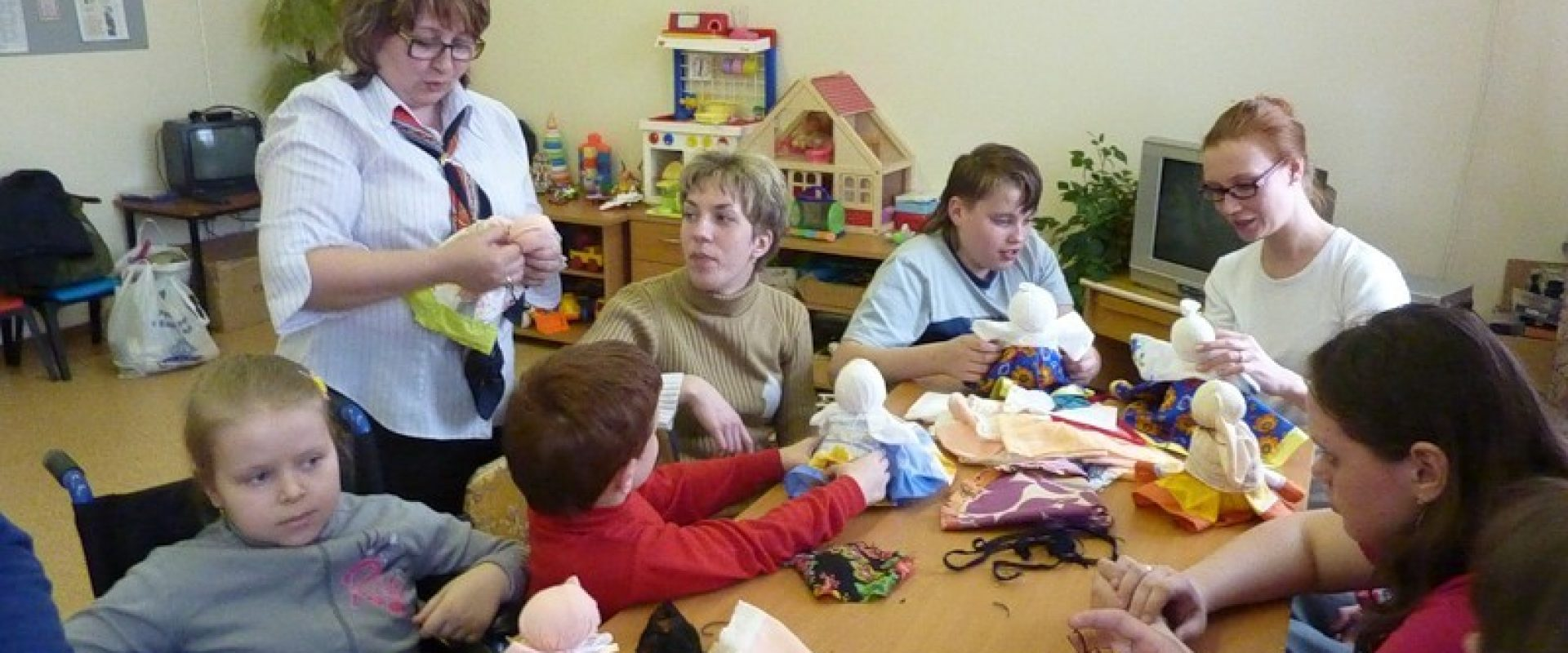 волонтеры в помощь детям сиротам