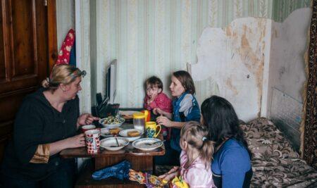 Как организовать работу волонтеров-кураторов для кризисных семей? Уникальный опыт БФ «Волонтеры в помощь детям-сиротам»
